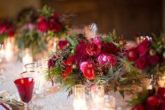 decoração de casamento vermelho e verde com velas