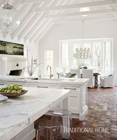 To improve the interior of your home, you may want to consider doing a kitchen remodeling project. This is the room in your home where the family tends to spend the most time together. If you have not upgraded your kitchen since you purchased the home,. Classic Kitchen, New Kitchen, Kitchen Decor, Kitchen Living, Kitchen White, Kitchen Modern, Kitchen Paint, Kitchen Colors, Sweet Home