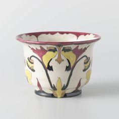 Bak van aardewerk, versierd met gestileerde bloemmotieven, Theo Colenbrander, N.V. Plateelbakkerij Ram, ca. 1925 - Zoeken - Rijksmuseum