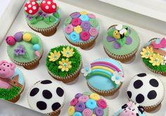 Fondant icing decorated cupcakes