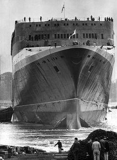 September 20, 1967: Cunard Liner Queen Elizabeth II is launched in Clydebank, Scotland Photo: SSLP/Manchester Daily Express