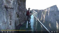 Chine : Une des balades les plus vertigineuses au monde au Mont Tianmen !