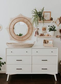 Único y Creativo Modern Aséptico Nursery Full of Plants Inspired By This modern equitativo nursery . Modern Aséptico Nursery Full of Plants . Boho Nursery, Nursery Neutral, Nursery Modern, Nursery Mirror, Nursery Dresser, Nursery Shelves, Nursery Colours, White Nursery Furniture, Baby Room Shelves