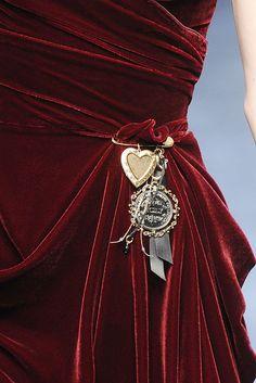 Dolce & Gabbana Fall 2010 Ready-to-Wear Fashion Show Shades Of Burgundy, Burgundy Wine, Deep Burgundy, Dolce & Gabbana, Marsala, Burgundy Fashion, Glamour, Red Aesthetic, Textiles