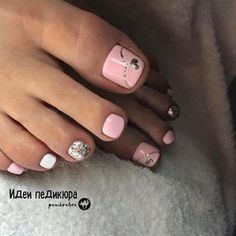 The advantage of the gel is that it allows you to enjoy your French manicure for a long time. There are four different ways to make a French manicure on gel nails. The choice depends on the experience of the nail stylist… Continue Reading → Pretty Toe Nails, Cute Toe Nails, Gorgeous Nails, My Nails, Gel Toe Nails, Pink Toe Nails, Pretty Pedicures, Cute Toes, Pretty Toes
