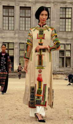 """Minh Hanh. Vietnamese Fashion Designer.  """"Phoenix flying to the sun"""" Collection. Chambord Castle. France 2013"""