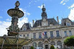 L'Hôtel de Ville de Limoges et sa Fontaine de porcelaine. Photo Matt Brown / Flickr   (CC/by/2.0).