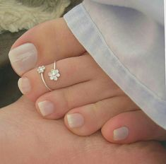 Two Tone Gold Blue Diamond Ring Vintage Engagement Ring Vintage Blue Diamond Ring - Fine Jewelry Ideas Pretty Toe Nails, Cute Toe Nails, Pretty Toes, Gold Toe Rings, Sterling Silver Toe Rings, Nose Rings, Belly Rings, Toe Ring Designs, Anklet Designs