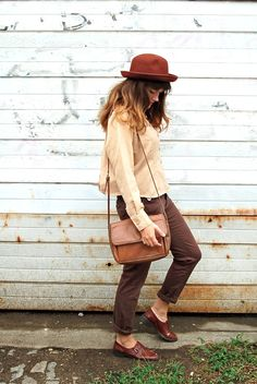 i love how all of the different shades of brown work in this outfit.  and the buckled shoes. oh, the buckled shoes.