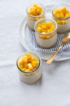Panna-cotta-au-caramel-et-mangue