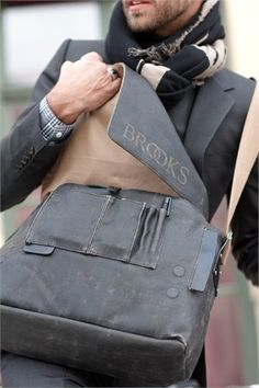 BROOKS ENGLAND LTD. | CYCLE BAGS & ACCOUTREMENTS | BARBICAN SHOULDER BAG