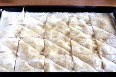Hazır Baklava Yufkasından Kekli Baklava Tarifi (30dk Kekli Baklava) Videolu Tarif Shag Rug, Tart, Food And Drink, Decor, Puff Pastry Recipes, Shaggy Rug, Decoration, Pie, Tarts