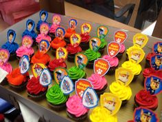 Paw Patrol Cupcakes--I like these, especially for the school party, using rings if I can find them Paw Patrol Cups, Bolo Do Paw Patrol, Paw Patrol Cupcakes, Cumple Paw Patrol, Paw Patrol Birthday Cake, Paw Patrol Party, Paw Patrol Cupcake Toppers, Third Birthday, 4th Birthday Parties