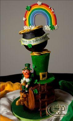 Amazingly original St Patricks Day cake #cake #stpatricksday @rainbow #potofgold