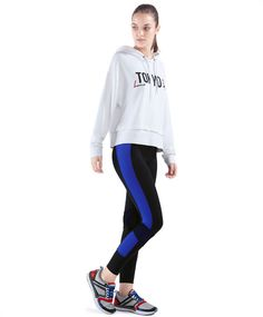 trousers with blue blocks, null€ - Fast drying - Find more trends in women fashion at Oysho . Activewear, Spain, Trousers, Graphic Sweatshirt, Leggings, Sweatshirts, Sweaters, Blue, Fashion