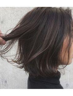 アクア アオヤマ(ACQUA aoyama) 外国人風ハイライト大人可愛い暗髪外ハネ切りっぱなしボブ