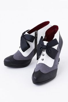 Kuroshitsuji ~Book of Circus~ - Sebastian Michaelis - Ankle boots - Shoes - Tyake Tyoke (Super Groupies) Kawaii Shoes, Kawaii Clothes, Lolita Shoes, Lolita Dress, Anime Outfits, Mode Outfits, Mode Kawaii, Book Of Circus, Mode Shoes