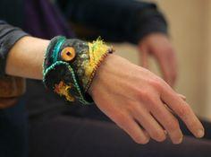 mooi! deze wil ik voor mezelf :felted bracelet