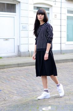 outfit midi skirt sporty look
