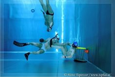 This is a regular scene for those who play underwater rugby. Fans say this new generation fast sport takes advantage of water as a medium, allowing players to move in all 3 dimensions, and is very scenic. Unfortunately, as long as the audience doesn't have a camera like this underwater, others can not enjoy this.