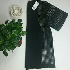 Banana Republic topHP1/26 Black top with attached shell lining from Banana Republic. Comfortable and Cool! Will fit a medium or large. Host Pick 1/26/16 chosen by @bellanblue. Banana Republic Tops