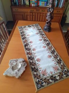 Needlepoint, Diy And Crafts, Rugs, Home Decor, Handicraft, Farmhouse Rugs, Decoration Home, Room Decor, Needlework