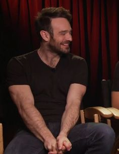 CHARLIE COX ROOM, I LOVE HIS ARMS ❤