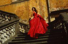 Nederlandse ontwerpers: Bart van Leeuwen. Model Apollonia van Ravenstein. Dress: Frank Govers.