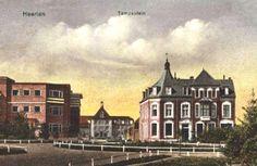 Op de achtergrond de Ambachtschool, gezien vanaf het Tempsplein