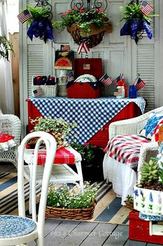 28 Stunning Rustic Style Fourth Of July Independence Day Decor Ideas - Elevatedroom Fourth Of July Decor, 4th Of July Decorations, 4th Of July Party, 4th Of July Wreath, July 4th, Table Decorations, Muebles Shabby Chic, Estilo Shabby Chic, Shabby Chic Decor