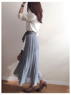 数日前、展示会に行った時のコーデ。 UNIQLOのハイウエストシフォンプリーツスカートがお気に入り♡