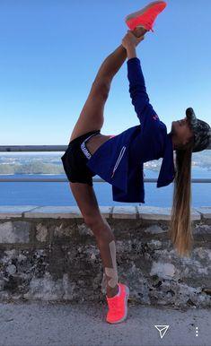 Rhythmic Gymnastics Training, Gymnastics Poses, Amazing Gymnastics, Acrobatic Gymnastics, Gymnastics Workout, Dance Photography Poses, Gymnastics Photography, Dance Poses, Yoga Poses