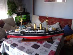 Modelo acabado, con sus aparejos,botes y luces