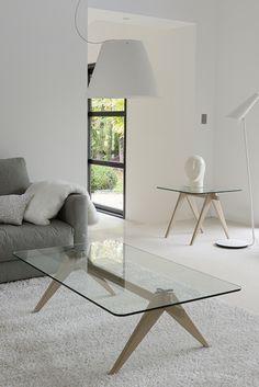 Table basse dessus verre extra-clair, piétement chêne massif.