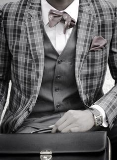 Love the combinations of materials & print. Not lovin the shewed bowtie tho.