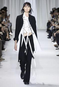Spring/Summer 2017 Womenswear | Ann Demeulemeester