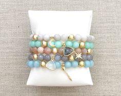 Las pulseras de cristal de Corrie por LovesAffect en Etsy