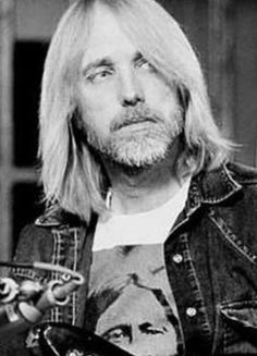 Tom Petty fanpage — what-a-heartbreaker: oh honey. King Bee, Travelling Wilburys, My Tom, Vintage Rock, Rock Legends, Bruce Springsteen, Bob Dylan, Pink Floyd, Music Stuff