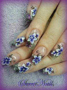 Beautiful example of the one stroke paint technique, this requires an advanced level of skill with free hand nail art. Purple & White with black line detail flowers, floral Fancy Nails, Trendy Nails, Cute Nails, My Nails, Hair And Nails, One Stroke Nails, Purple Nails, Purple Glitter, Pink Nail