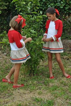 I really like the color combination of these dress. Tween Fashion, Little Girl Fashion, Outfits Niños, Kids Outfits, Frocks For Girls, Girls Dresses, Look Girl, Girl Inspiration, Kids Wear