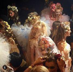 """Backstage at fashion shows or renaissance paintings? Foto Fantasy, Renaissance Kunst, Renaissance Paintings, Arte Fashion, Fashion Pics, Fashion Hair, Flower Fashion, Bridal Fashion, Fashion Beauty"