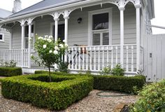 The New Zealand Villa - Laura Thomas Linens Cottage Exterior, Cottage Garden, House Front, Cottage Homes, Weatherboard House, Villa, House Painting, House Paint Exterior Grey, Deck Paint