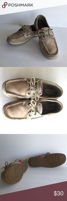 💥 FLASH SALE💥Women's Sperry Top Sider Boat Shoes Women's Sperry Top Sider Boat Shoes, Size 6 1/2, Genuine Leather, soles in great shape! Smoke free home Sperry Top-Sider Shoes Flats & Loafers