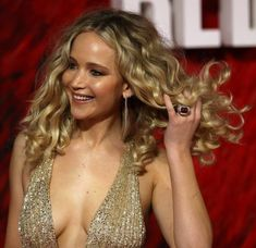 JENNIFER Lawrence was a vision in gold as she graced the red carpet at the premiere for her latest film Red Sparrow. The Oscar winner wore a sparking gold dress which plunged to her mid… Jennifer Lawrence Red Sparrow, Jennifer Lawrence Hair, Hollywood Actresses, Actors & Actresses, Jennefer Lawrence, Film Red, Film Serie, Celebs, Celebrities