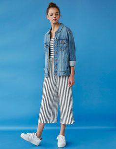 Джинсовая куртка oversize. Откройте для себя эти и многие другие товары Bershka с новыми коллекциями каждой недели