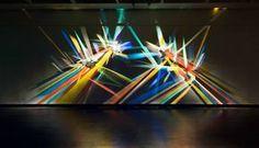 Dans la lignée des créations de l'artiste Chris Wood, voici aujourd'hui les impressionnantes sculptureslumineuses de Stephen Knapp, qui s'amuse avec des l
