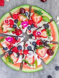 Summer Snacks To Beat The Heat Out Watermelon Pizza, Watermelon Recipes, Fruit Recipes, Cooking Recipes, Pizza Recipes, Watermelon Bowl, Honey Recipes, Clean Eating Snacks, Healthy Snacks