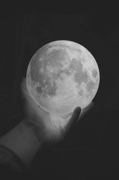 oh my it appears.. He has the whole moon in his hand, he has the whole moon in his hand, etc....very cool pic
