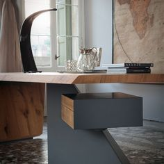 Nasdaq, scrivania by CATTELAN ITALIA.