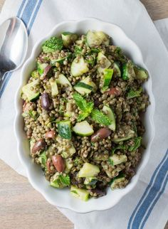 17 Fresh & Healthy Lunch Recipes: cold lentil salad with cucumbers and olives Lentil Recipes, Salad Recipes, Vegetarian Recipes, Healthy Recipes, Lunch Recipes, Easy Recipes, Clean Eating, Healthy Eating, Grilled Okra